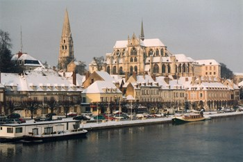 Biluthyrning Auxerre