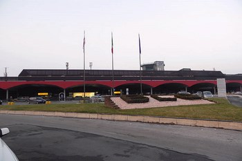 Alugar carros Bolonha Aeroporto