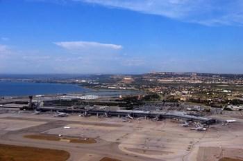 Autovuokraamo Marseille Lentokenttä